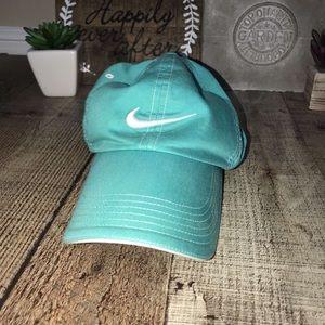 Nike golf teal hat